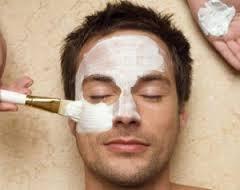 uomo e cosmetici
